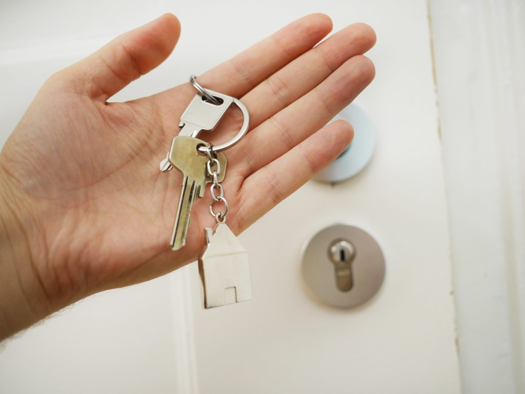 Does buying a house in UK gives you residency? PropertyLoop